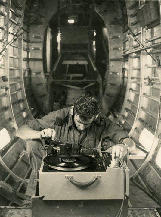 vinyl-plane