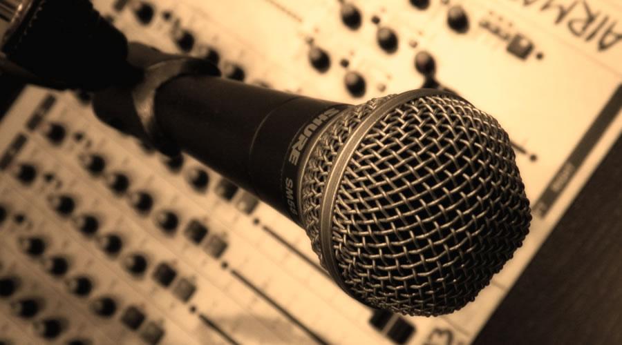 radio-station-mic