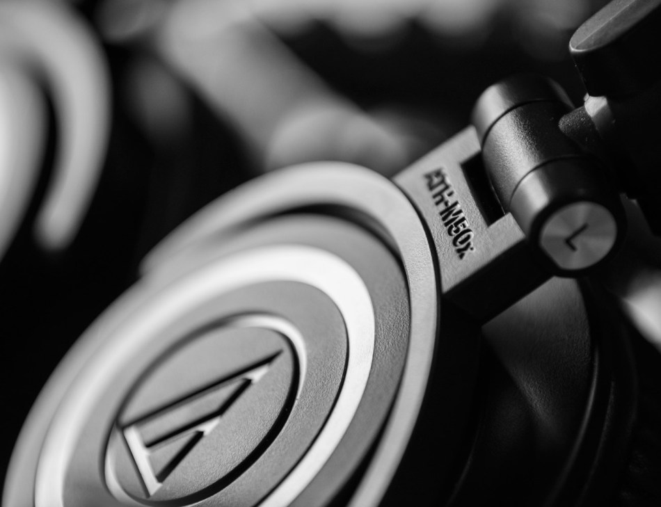 Audio-Technica-ATH-M50X-Studio-Headphones-03